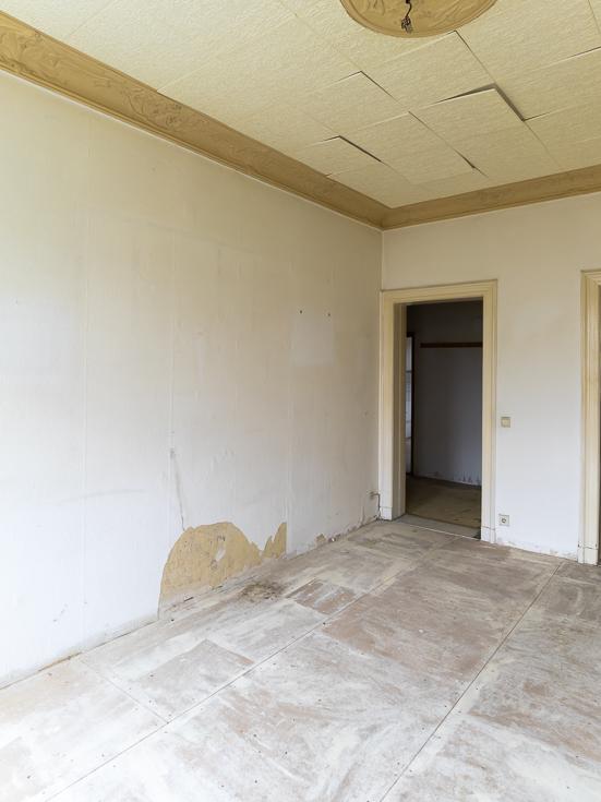 Zu sanierender Raum in der Wohnung.